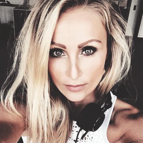 https://www.berlinklang.de/wp-content/uploads/2017/07/berlinklang_Jenny-Casparius460.jpg