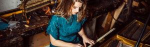 Pianistin buchen – Pianistin Julia