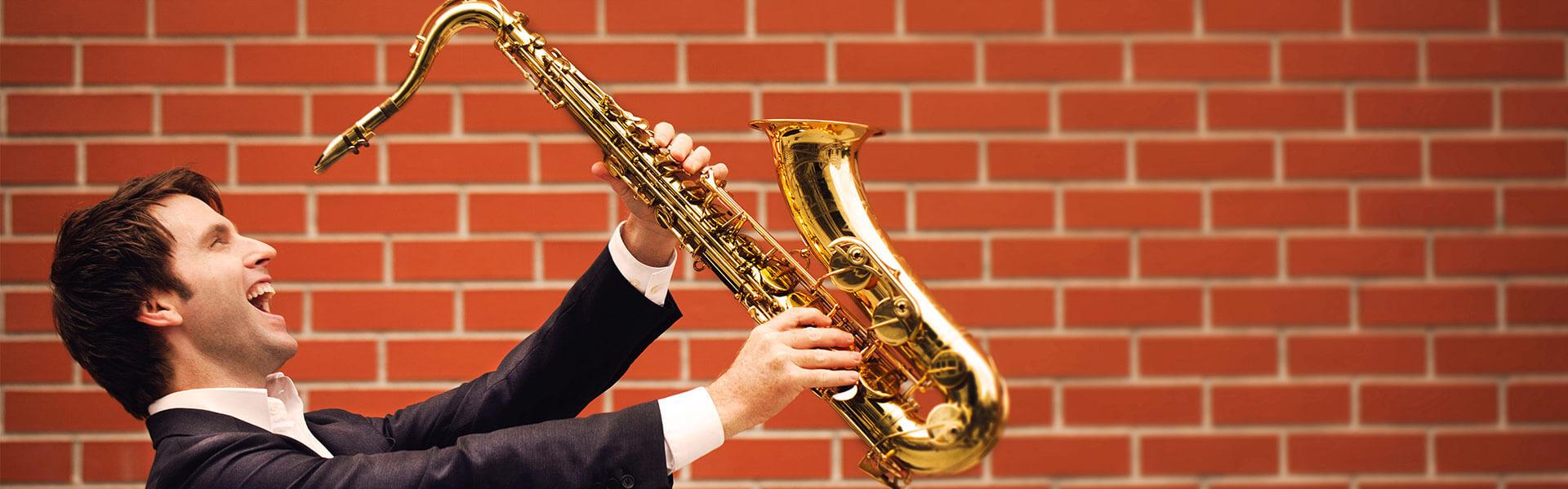https://www.berlinklang.de/wp-content/uploads/2018/06/saenger-saxophonist-buchen-berlin-1.jpg