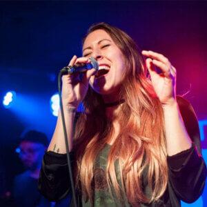 Sängerin gesucht – Sängerin Laura