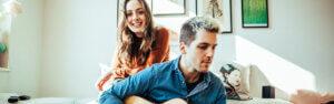Sängerin und Gitarrist – Musikduo Berlin – Duo mit Sängerin Celine und Flo